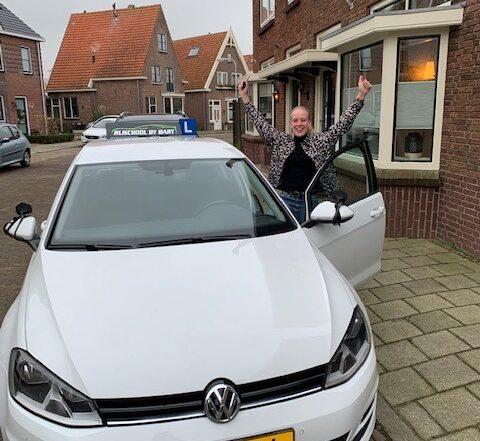 Nika Oud geslaagd - rijschoolbybart.nl