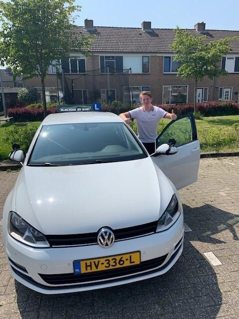 Mike Woudenberg geslaagd @ rijschoolbybart.nl