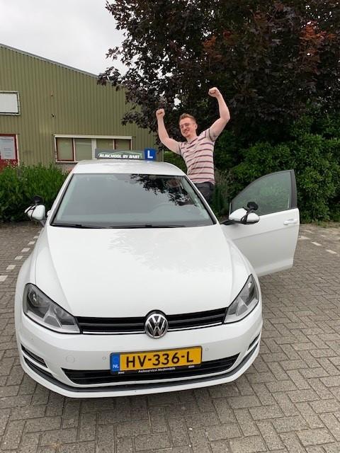 Jurre Damen geslaagd @ rijschoolbybart.nl